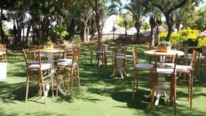 כיסאות מעץ לאירועים